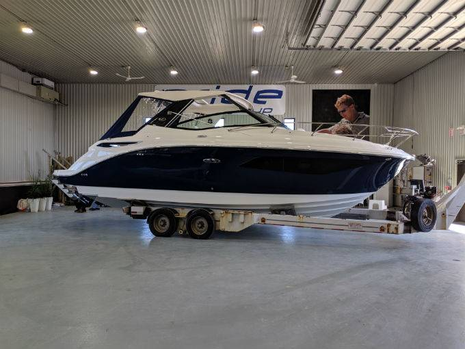New 2020 SEA RAY 320 SUNDANCER