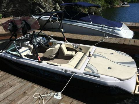 Pre-Owned 2005 NAUTIQUE 210